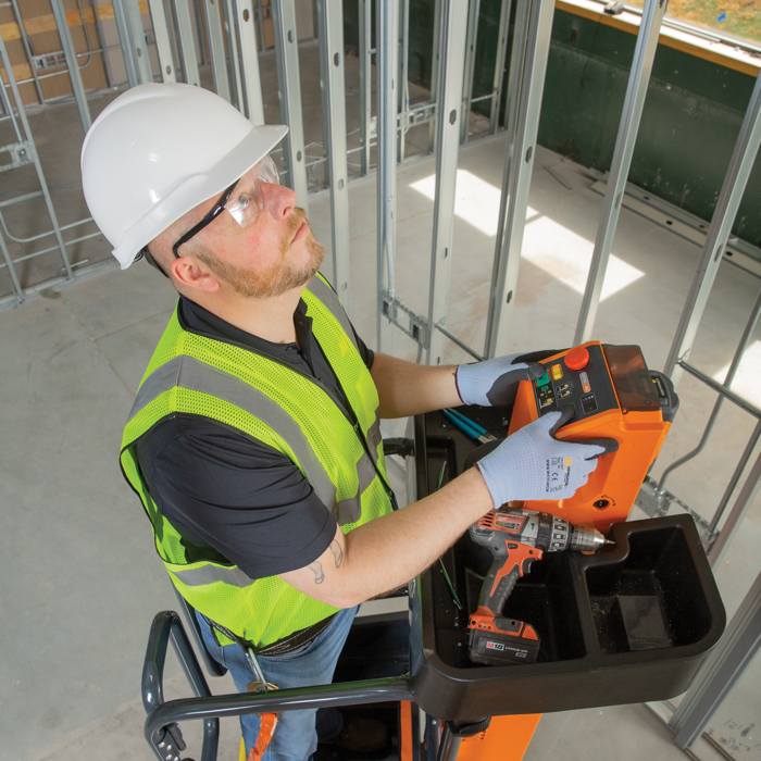 Powered lifting and tool tray on JLG® LiftPod
