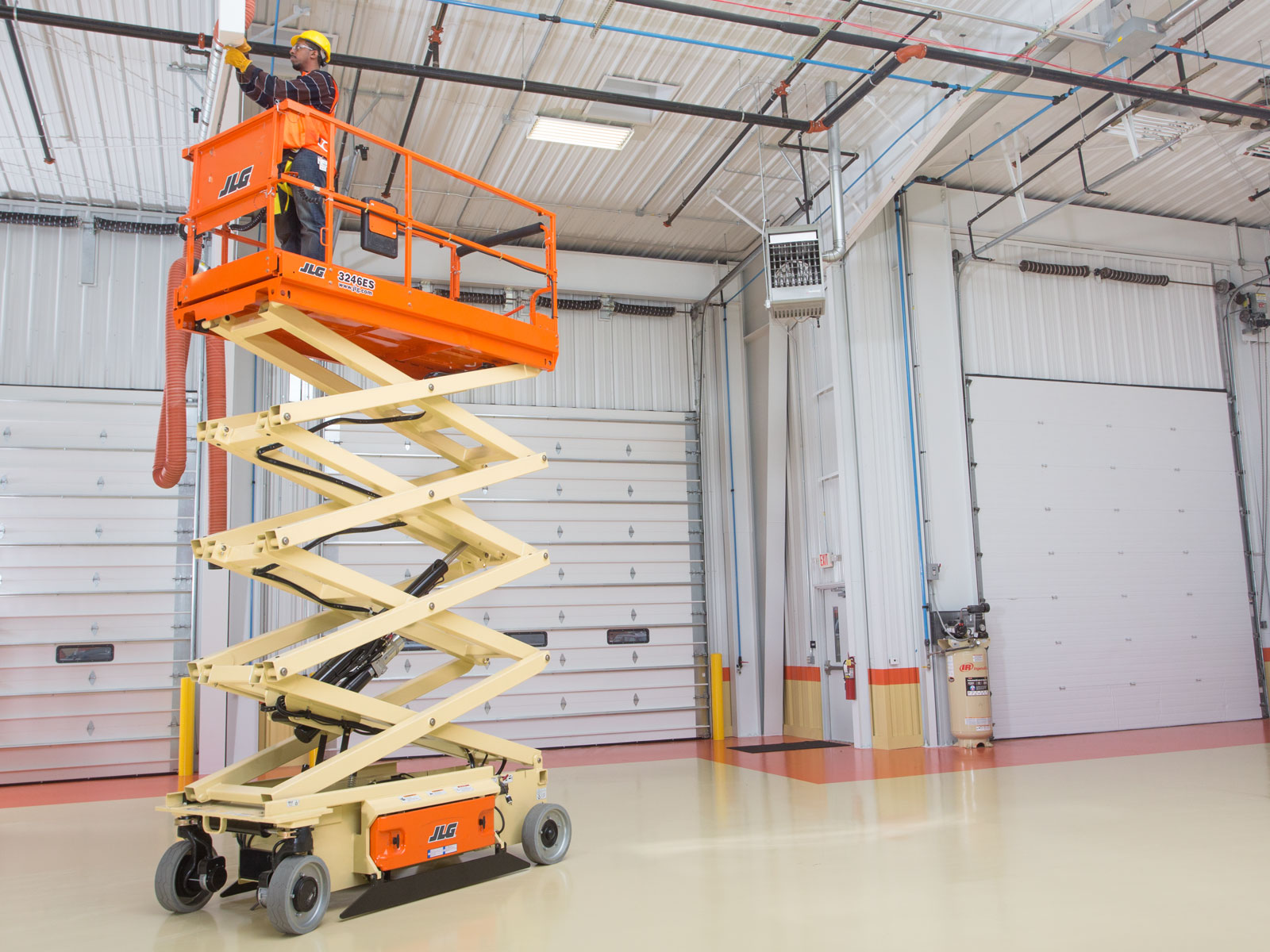 3246ES Electric Scissor Lift | JLG on